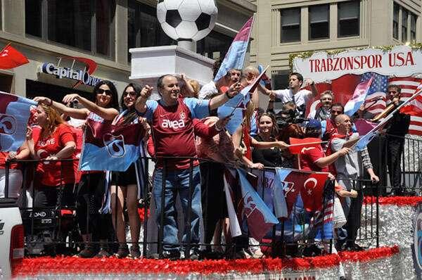 New York Türk Günü Yürüyüşü'ne TRABZONSPOR damgası