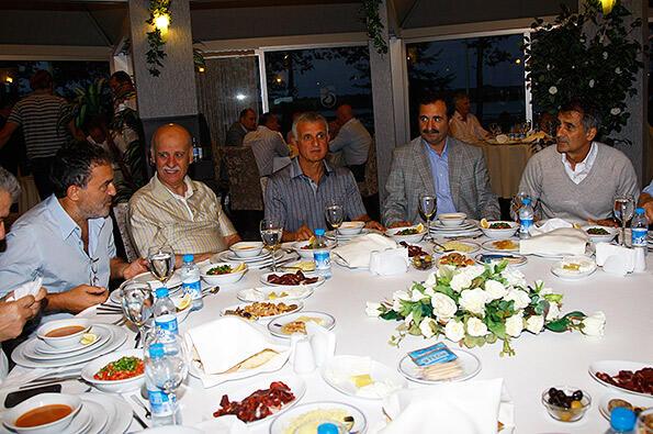 Yönetim kurulumuzdan iftar yemeği